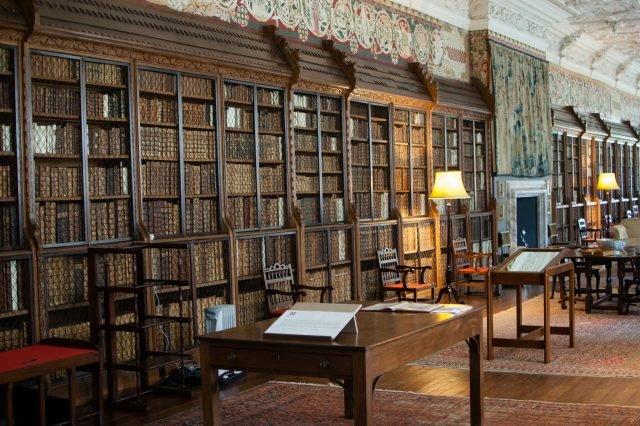 Blickling Hall library - Dave Gunn via flickr CC BY-NC2.0