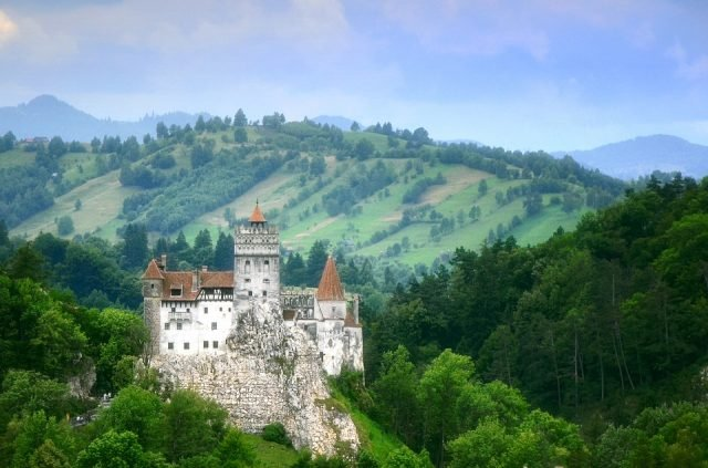 Bran Castle - danieldudu via Pixabay