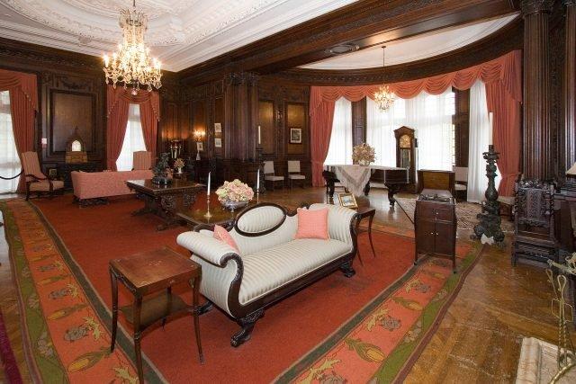 Casa Loma Oak Room - Steven V. Rose via commons.wikimedia CC BY-SA 4.0
