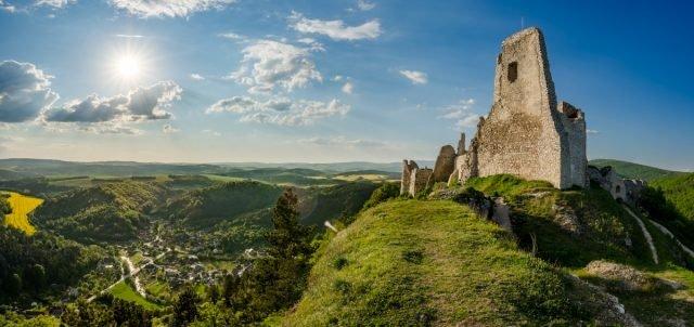 Catiche Castle - Vladimír Ruček via commons.wikimedia CC-BY-SA 4.0