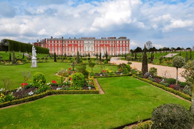 Hampton Court - mistervlad 3 via canva