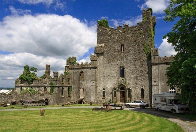 Leap Castle - Mike Searle via commons.wikimedia CC-BY-SA 2.0