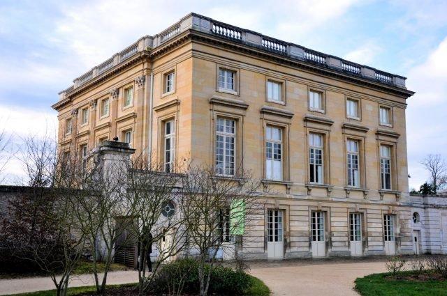 Petit Trianon - Starus via commons.wikimedia CC BY-SA 4.0 - Edited