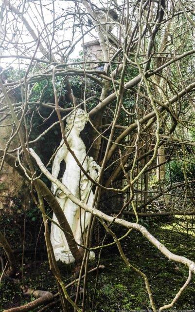 Plas Teg garden - Matt Harrop via geograph.org.uk CC BY-SA 2.0