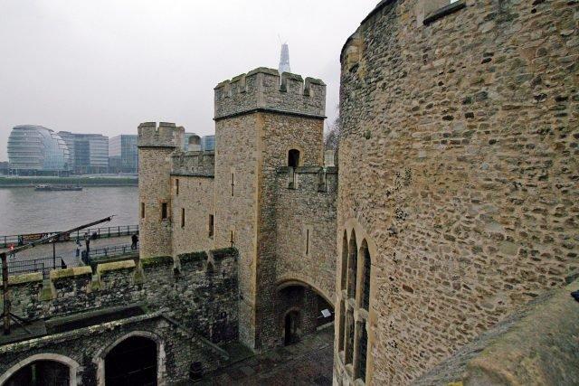 St. Thomas and Wakefield Tower - Rosakoalaglitzereinhorn via commons.wikimedia CC BY-SA 2.0