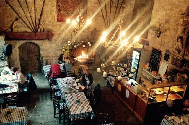 Tea Room (torture chambers underneath) - Ellen Thompson via flickr CC BY-2.0