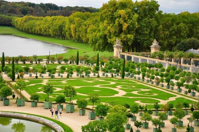Versailles gardens - Kimberly Vardeman via flickr CC BY 2.0 - Edited
