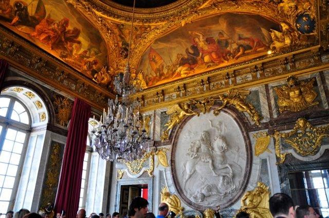 Versailles inside 1 - Kimberly Vardeman via flickr CC BY 2.0 - Edited