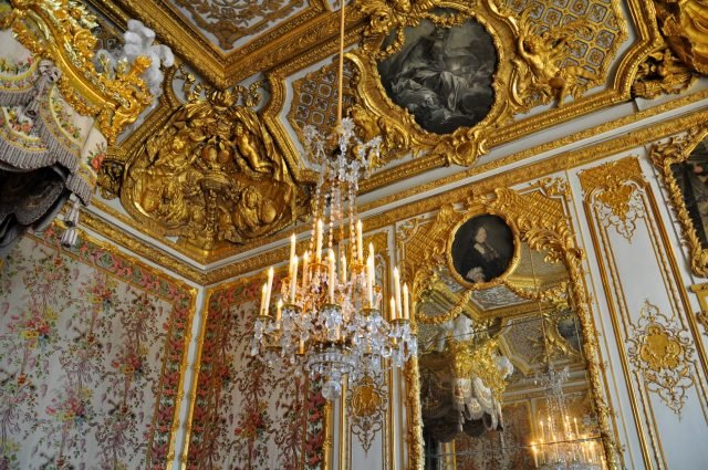Versailles inside - Kimberly Vardeman via flickr CC BY 2.0 - Edited