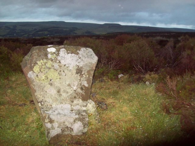Wet Withens chair stone - Jonathan Clitheroe via geograph.org.uk