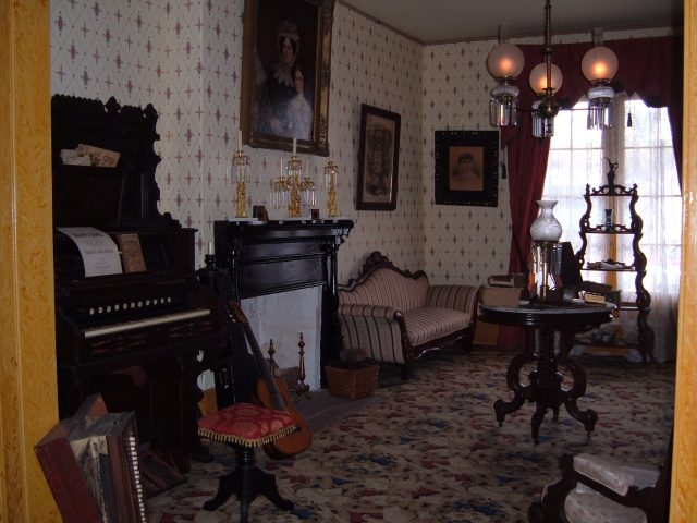 Whaley House living room - Gregg O'Connell via flickr CC BY-2.0